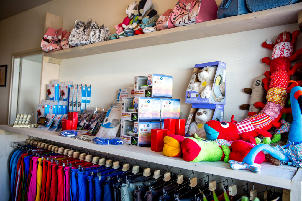 Ontdek nu onze refurbished en nieuwe collectie baby accessoires en kinderkamermeubels. Bij Aktie-Shop vind je de bekende A-merken voor C-merk prijzen!